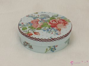 Round box of flowers