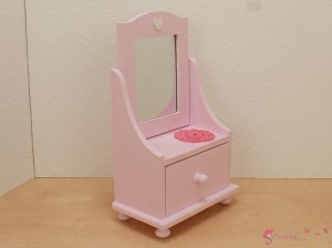 Dressing table with heart