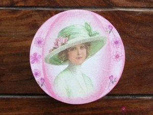 "Round box ""Lady in a hat"""