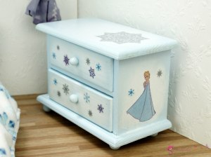 "Low chest of drawers ""Frozen"""