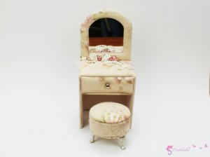 "Jewellery Box - ""Dressing Doll's Elegant"""