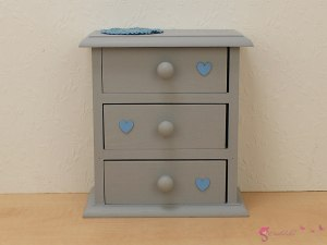 High chest of drawers with heart